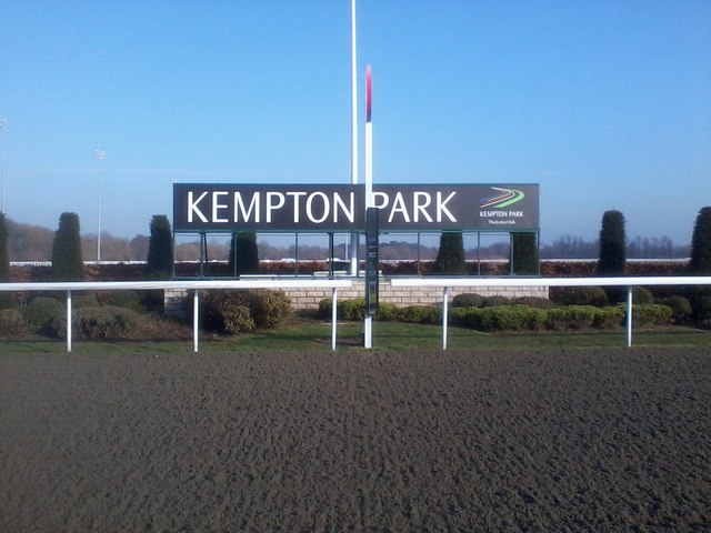 horse racing picture kempton park